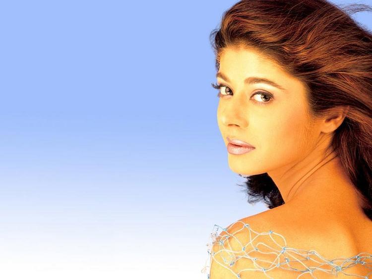 Pooja Batra glamour still