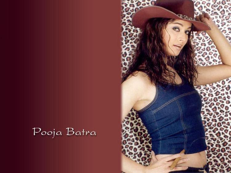 Pooja Batra cute hot wallpaper