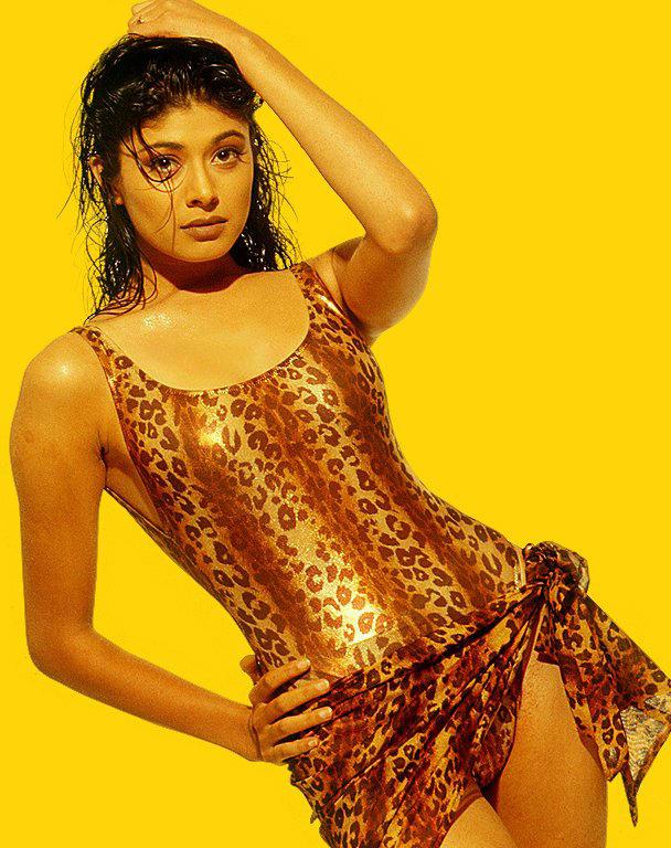 Pooja Batra latest hot wallpaper