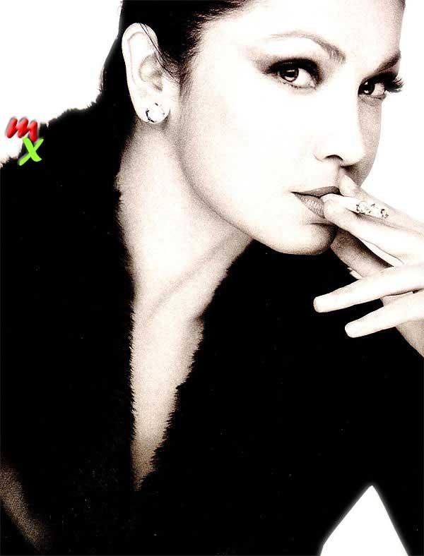 Pooja Bhatt with cigarette
