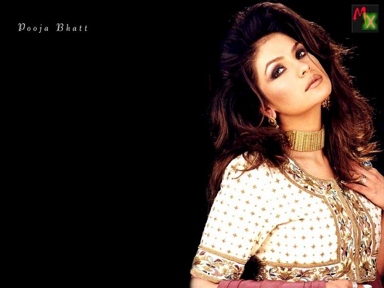 Pooja Bhatt hottest wallpaper