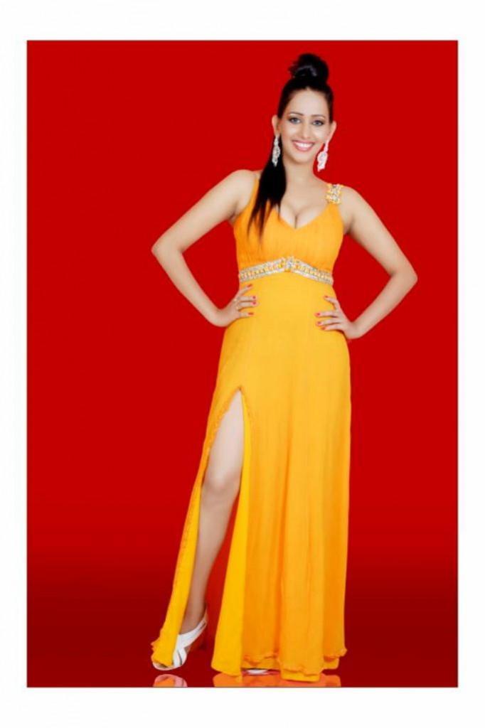 Sanjana Singh hot figure stills