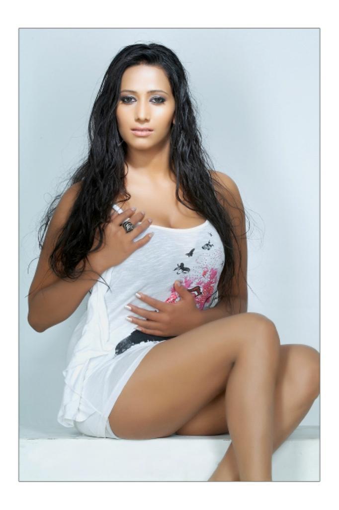 Sanjana singh hot scene images