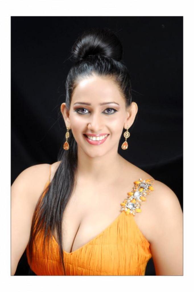 Sanjana Singh sweet hot stills