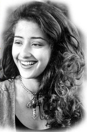 Manisha Koirala cute smile pic wallpaper