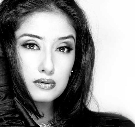 Manisha Koirala black and white wallpaper