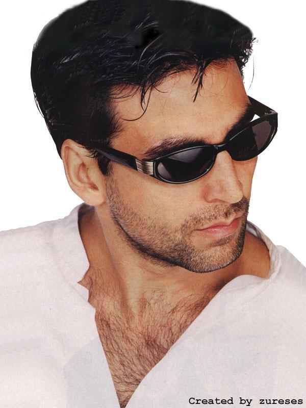 Akshay Kumar sexy pose wearing goggles