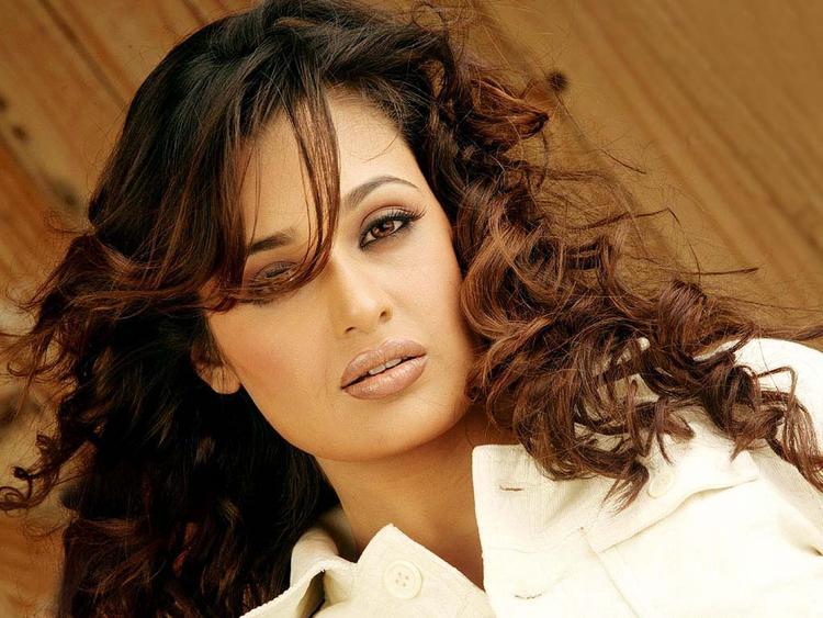 Yuvika Choudhary glamourous wallpaper