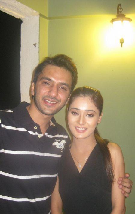 Sara Khan and Ali Merchant latest still