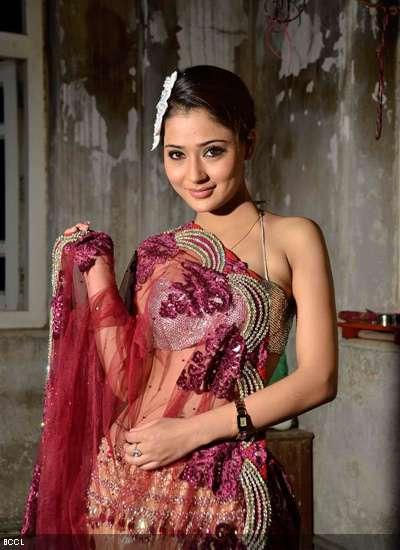 Sara Khan amazing saree still