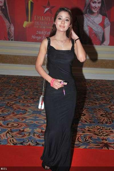 Sara Khan looks hot in black color dress