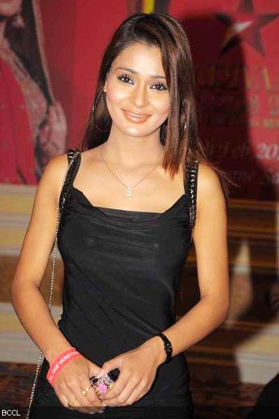 Sara Khan sleeveless dress images