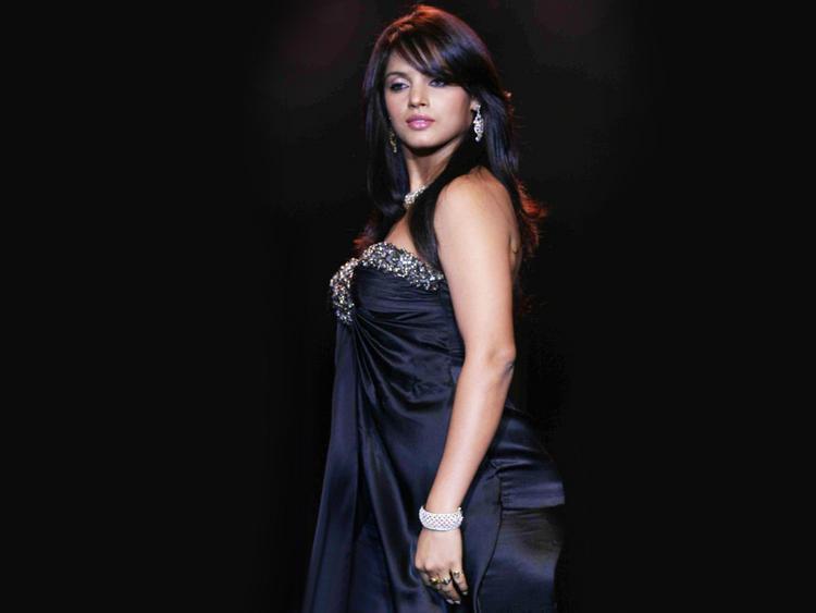 Neetu Chandra glamourous wallpaper
