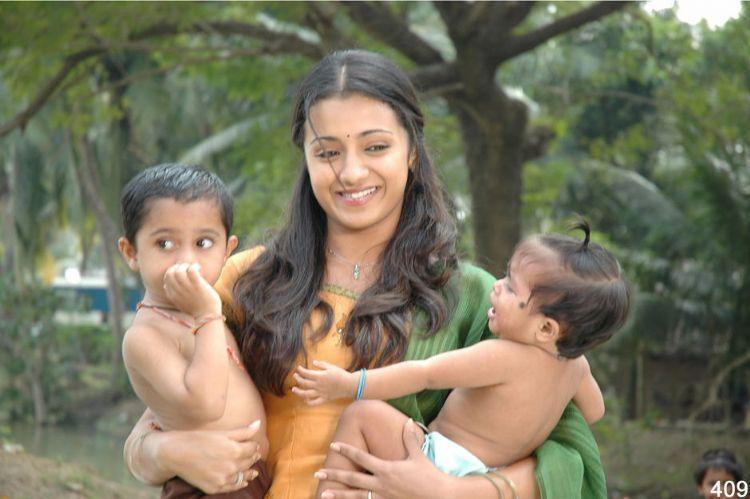 Trisha Poorna Market movie still with kids