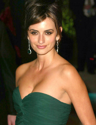 Penelope Cruz open boob show with green color dress