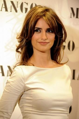 Hollywood actress penelope cruz sizzles look