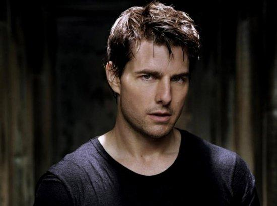 Tom Cruise in oblivion movie still