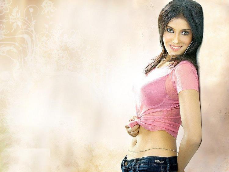 Nandana Sen in Hot Pink