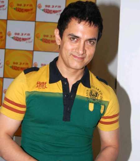 Aamir Khan tight t-shirt still
