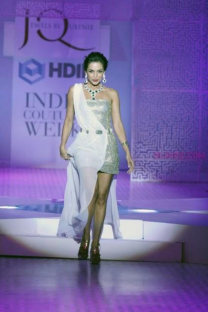 Malaika Arora walk ramp at HDIL fashion show