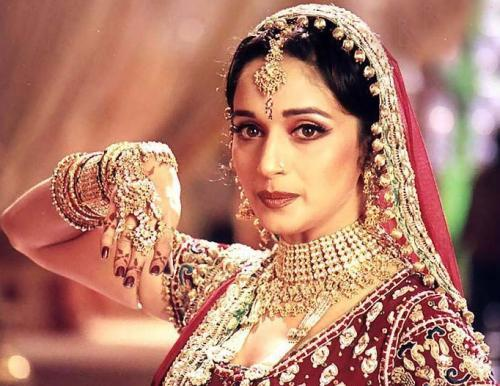 Madhuri Dixit dancing step look