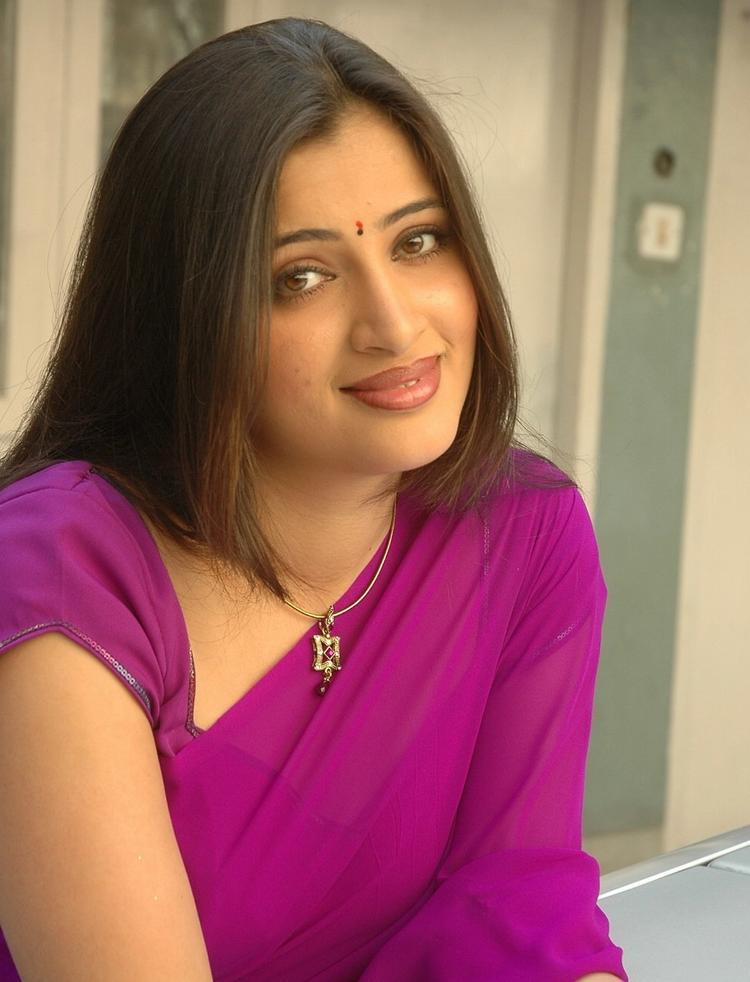South Indian Actress Navneet Kaur Saree Photos