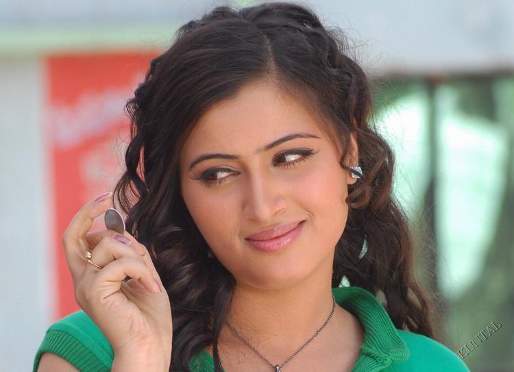 Navneet Kaur hairstyle pic