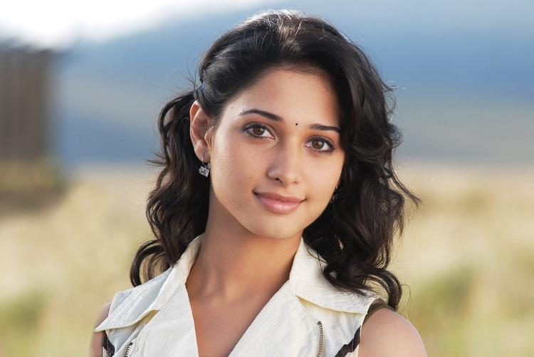 Badrinath telugu movie tamanna cute stills