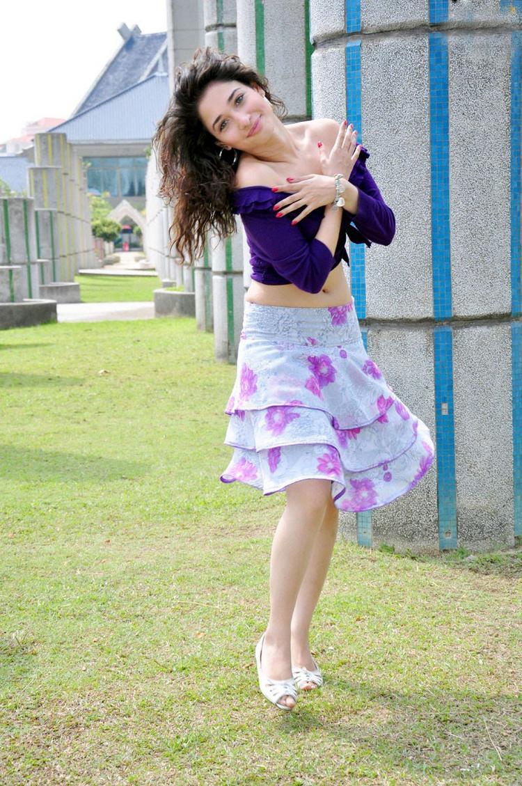 Tamanna mini dress hot Stills in Vengai movie