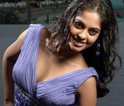 Bindu Madhavi sexy cleavages photo shoot