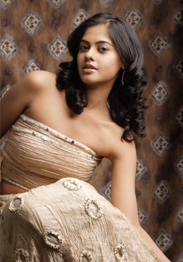 Bindu Madhavi hairstyle and sexy pic
