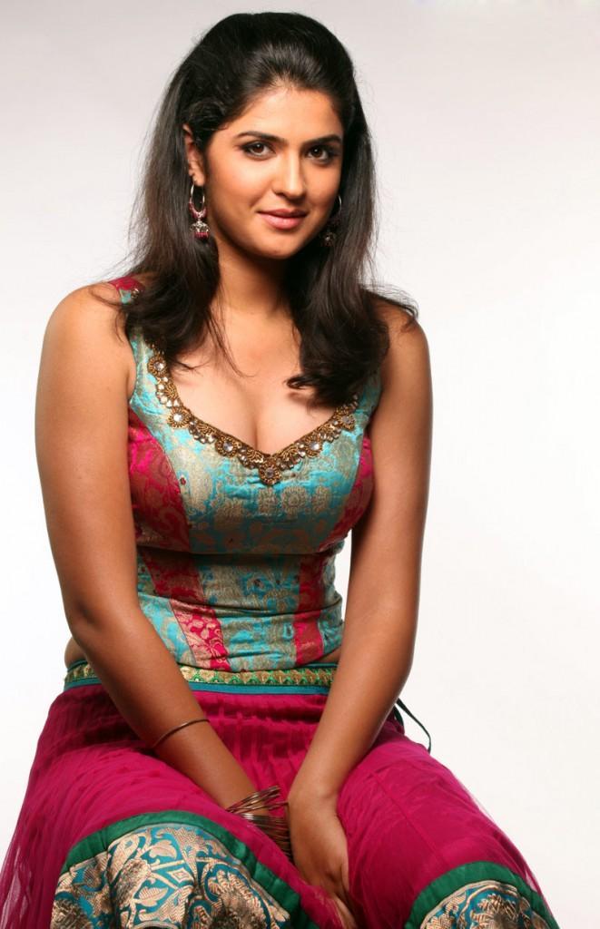 Deeksha Seth tight dress pictures