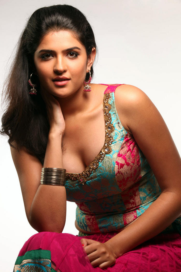 Deeksha Seth hot boob show