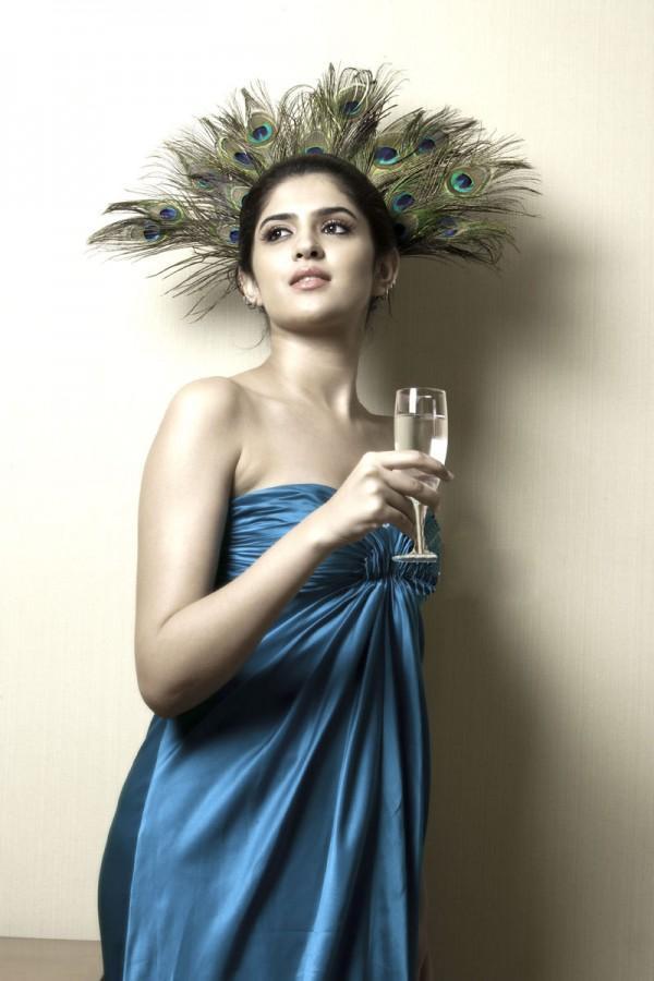 Deeksha seth sleeveless dress photo shoot