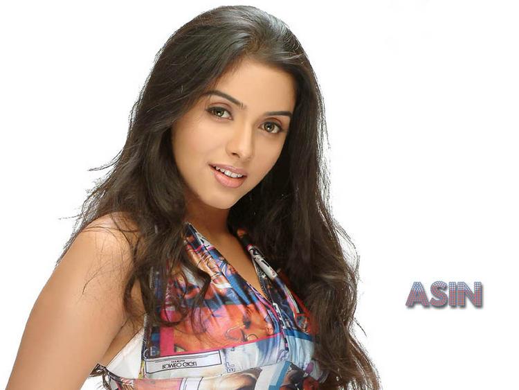Asin Thottumkal sexy face wallpaper