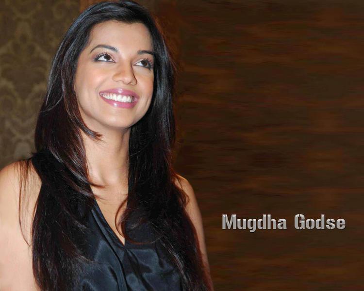 Mugdha Godse with sweet smile pic