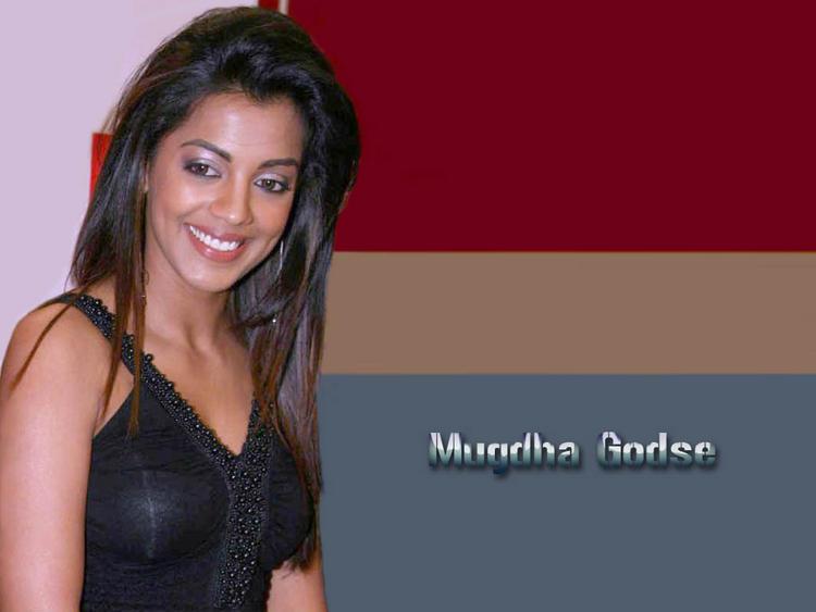 Mugdha Godse glamourous wallpaper