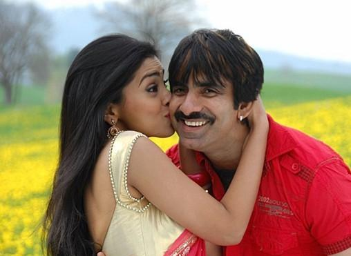 Don seenu movie Shriya and Ravi Teja kiss stills