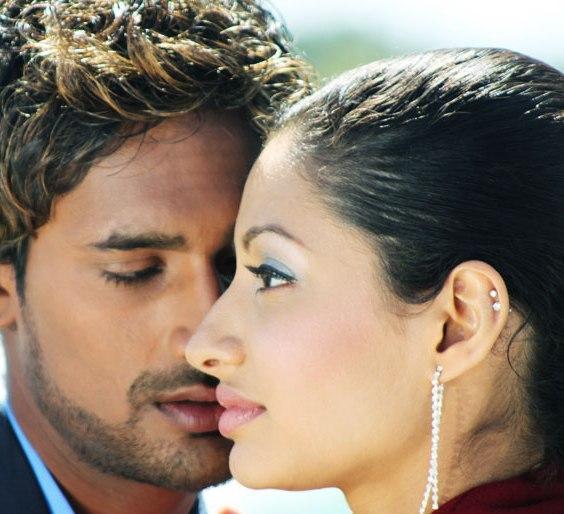 Varun Sandesh Anita Galler in Maro Charitra  romantic still
