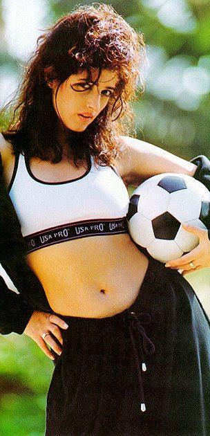 Twinkle Khanna sexy navel football wallpaper