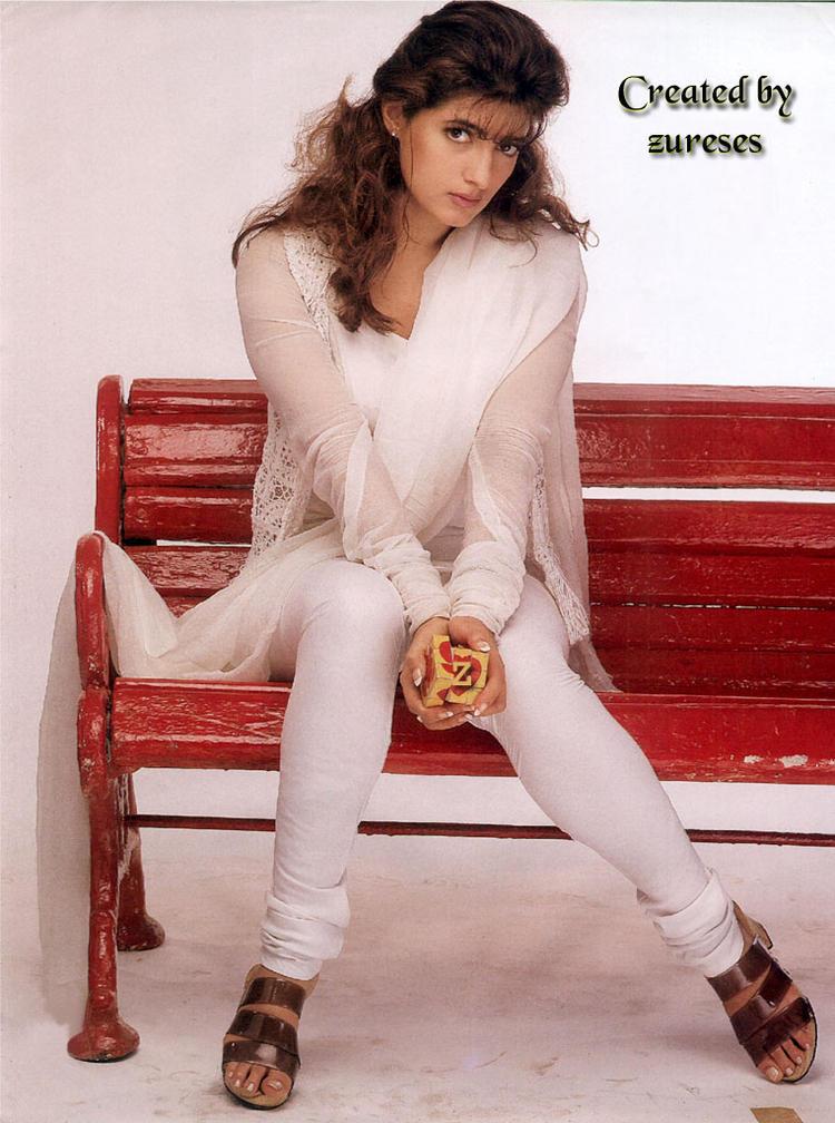 Twinkle Khanna full sleeves salwar wallpaper