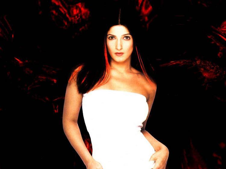 Twinkle Khanna sleeveless dress spicy wallpaper