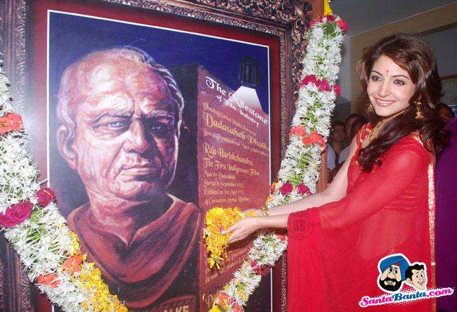 Anushka Sharma red saree wallpaper