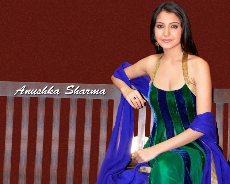 Anushka Sharma dual color dress Hot Wallpaper