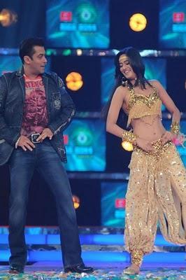 Salman Khan dance still at The Launch Episode of Bigg Boss season 4