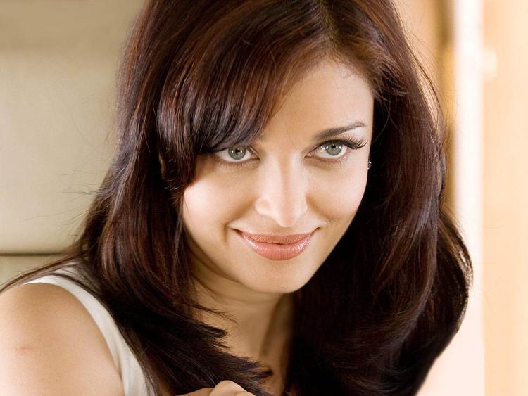 Glorious Aishwarya Rai cute look