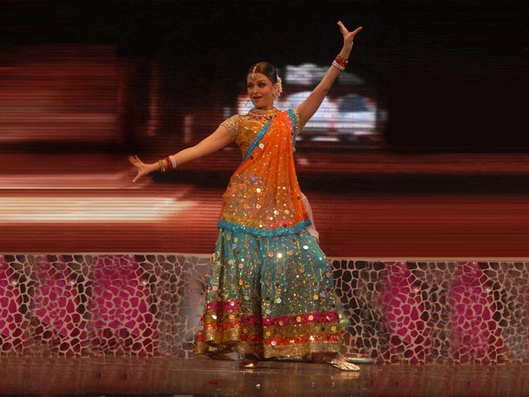 Aishwarya Rai dancing pic