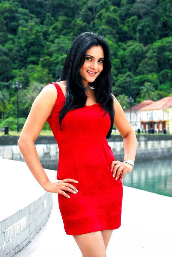Ramya Kichcha Huchcha movie red hot pics