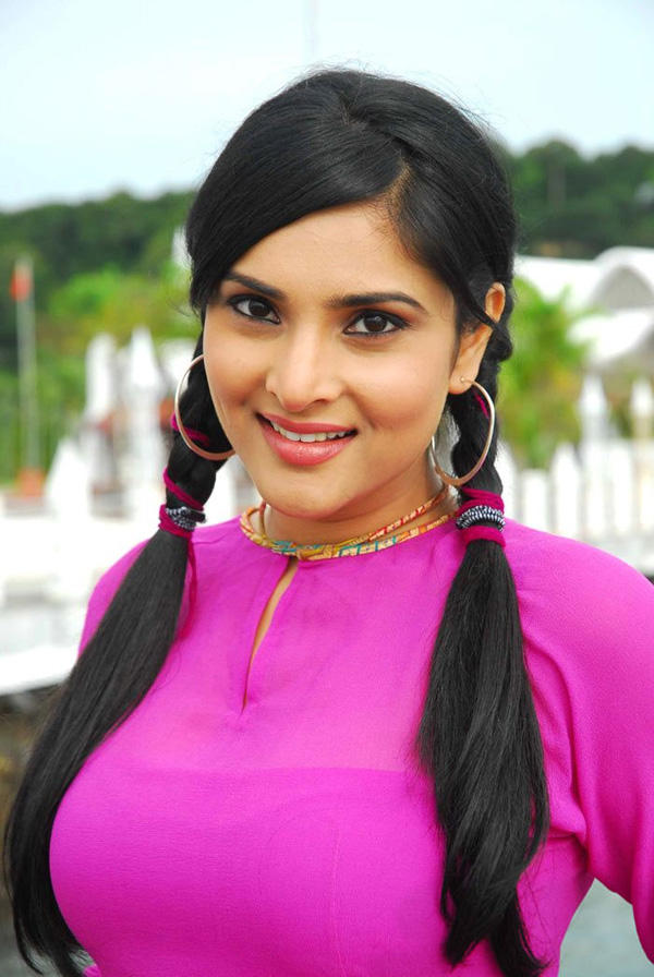 Sweet Ramya cute look in Kichcha Huchcha
