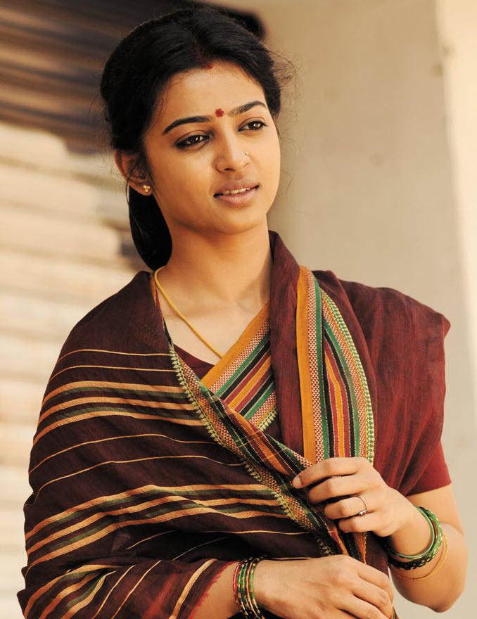 Radhika Apte traditional saree photo